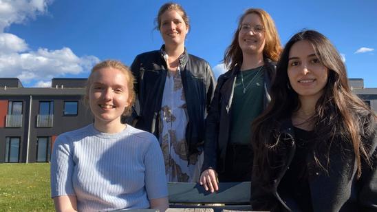 Billede af fire kandidatstuderende fra Litteraturhistorie på AU