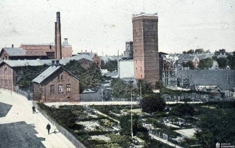 Aarhus Palmekærnefabrik. Postkort med den første oliefabrik som motiv. Set fra Jægergårdsgade mod M.P. Bruuns Gade. Året er 1908