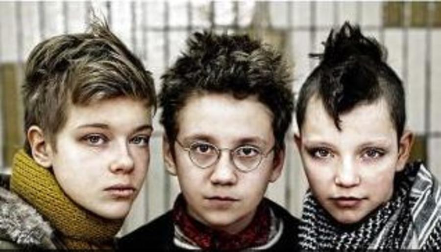 Billede af tre punkerdrenge