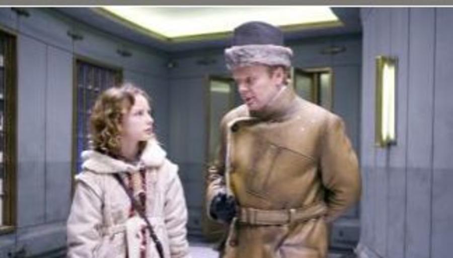 Billede af en pige og en mand fra filmen Det gyldne kompas