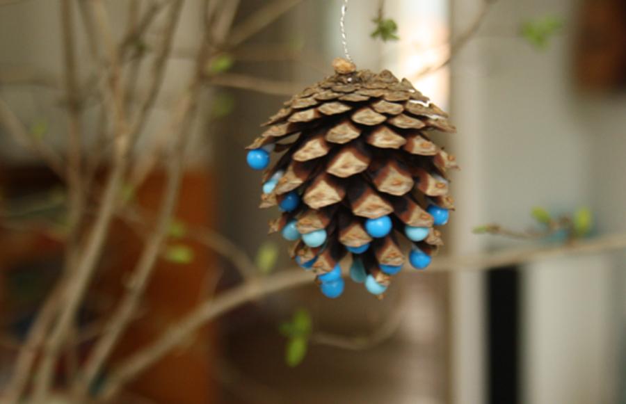 Grankogle pyntet med perler