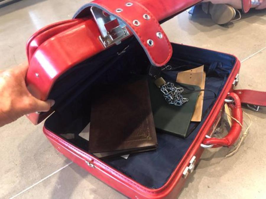Den røde kuffert