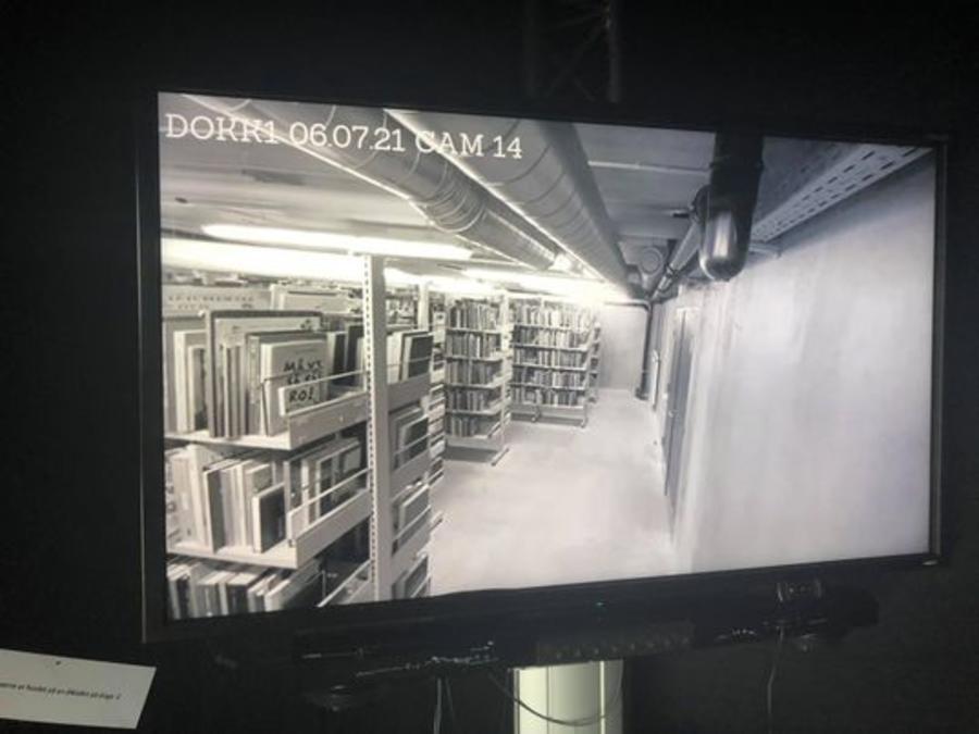 Skærm med video fra kælderen i Dokk1