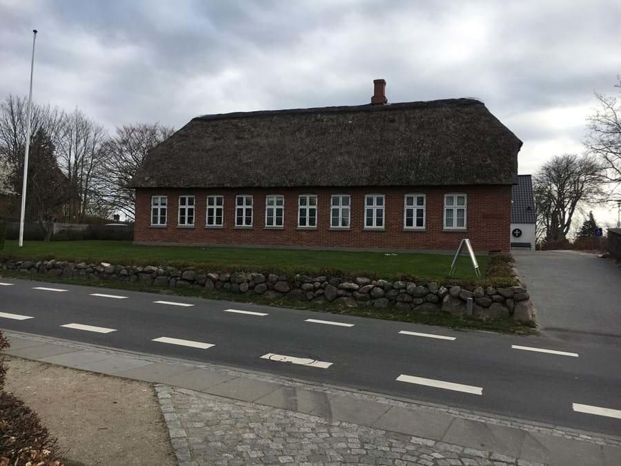 Billede af den ældste skolebygning i Hjortshøj