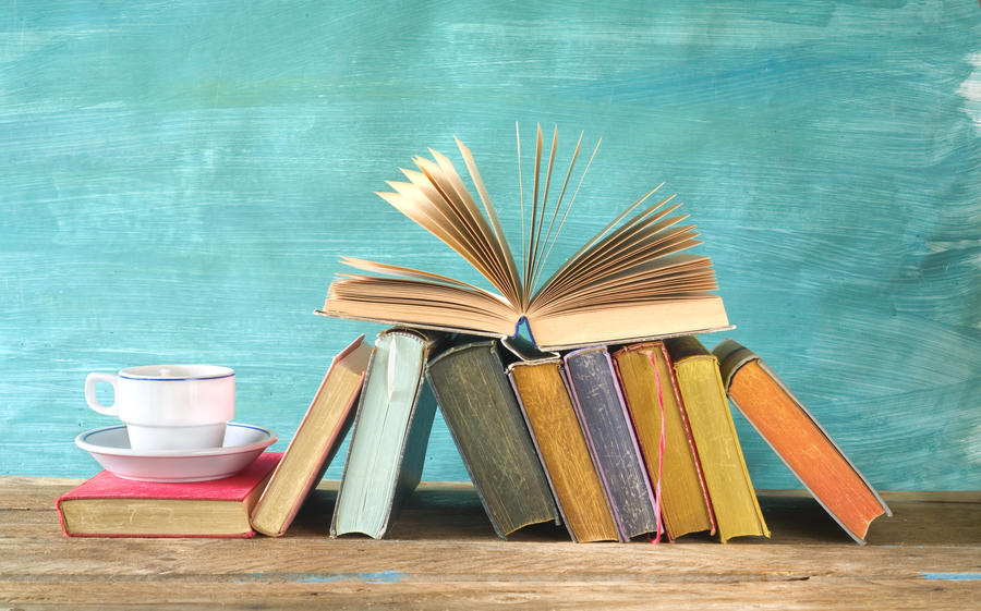 Bøger og kaffekop