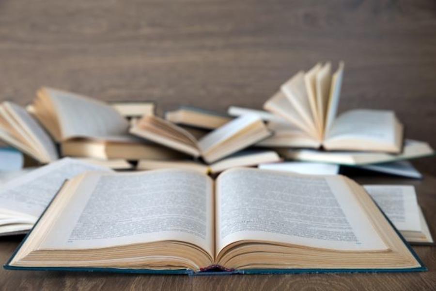 Bøger på et bord