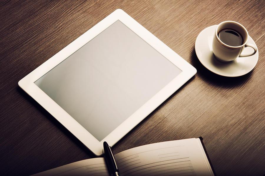 Tablet på et bord