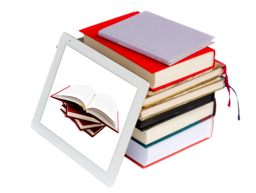 En ebog og en stak bøger