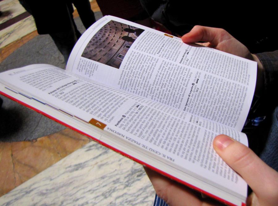 Person læser i en bog
