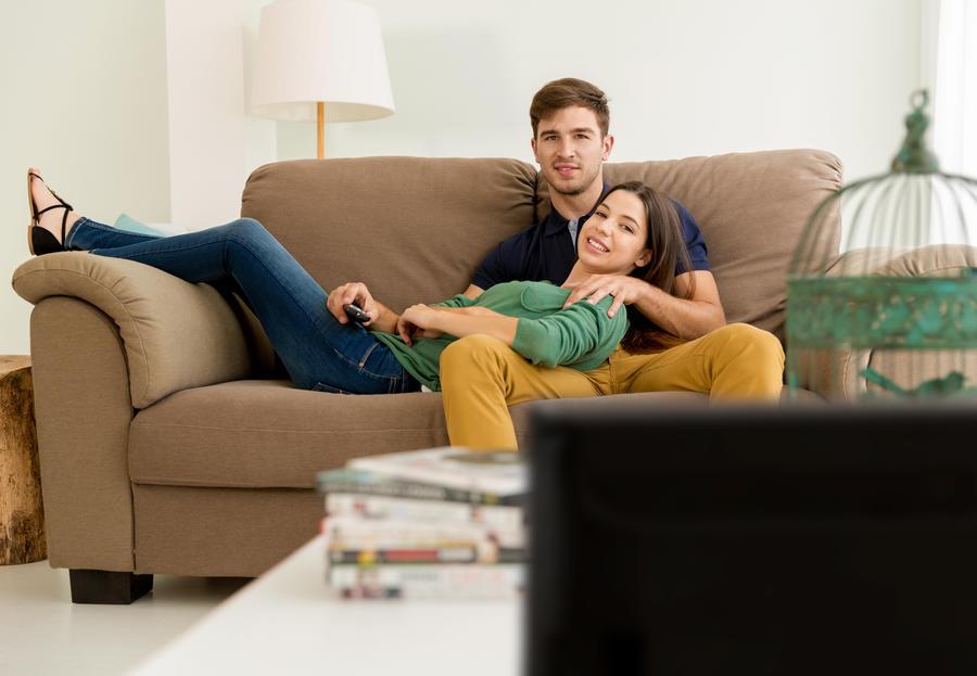 Folk der ser film i sofaen