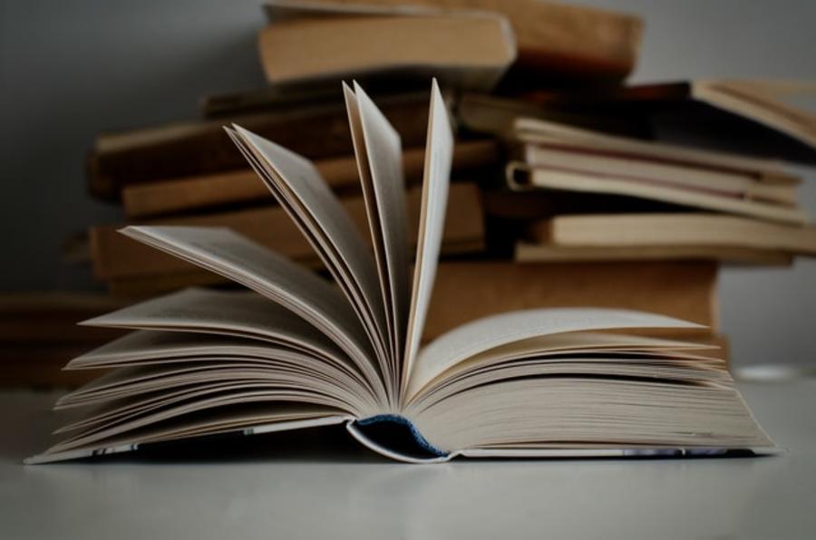 Bøger i stakke