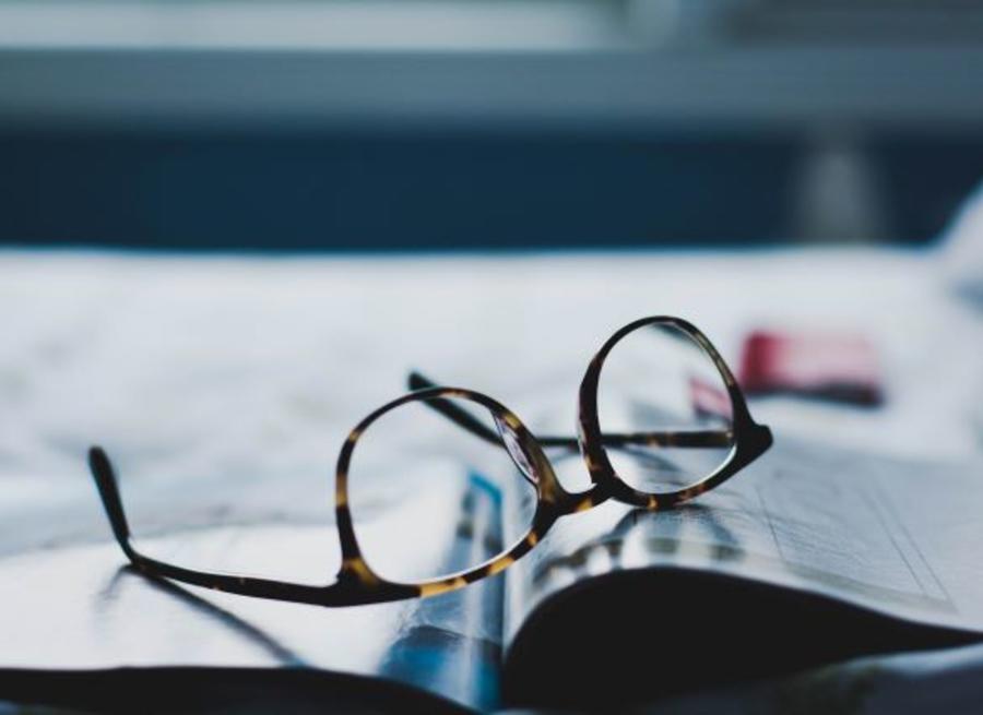 Bog og briller