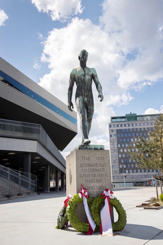 Billede af statue, der står foran Dokk1